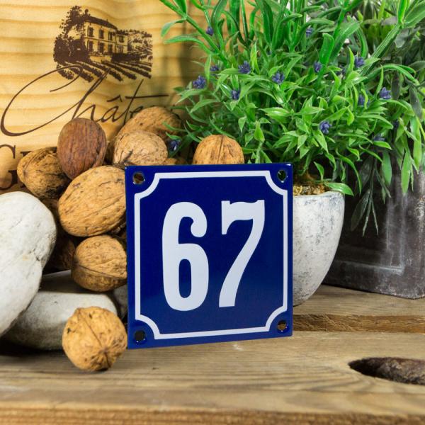 Emaille klein huisnummerbord blauw; nummer 67