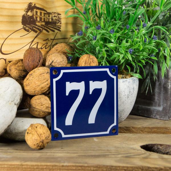 Emaille klein huisnummerbord blauw; nummer 77