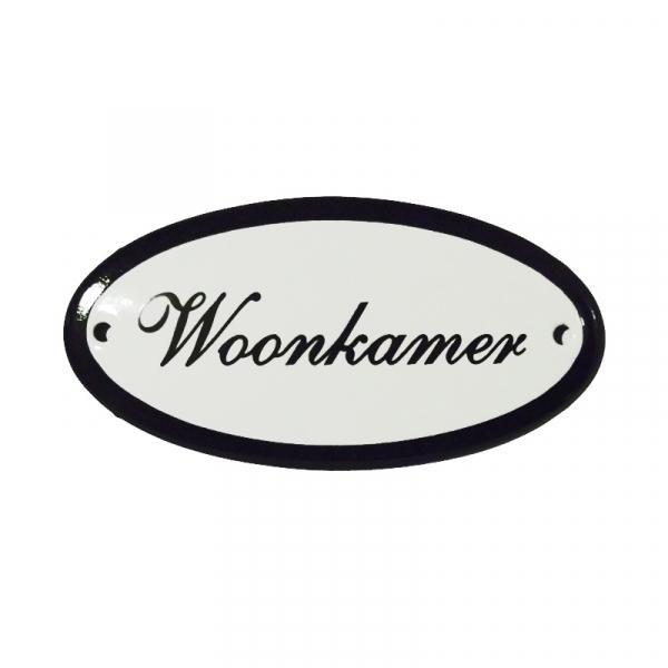 Emaille deurbordje met de tekst 'Woonkamer'.