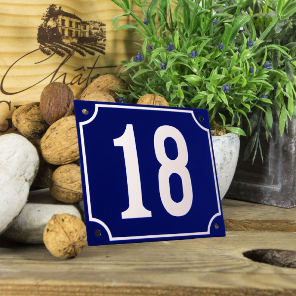 Huisnummerbord groot blauw nummer 18