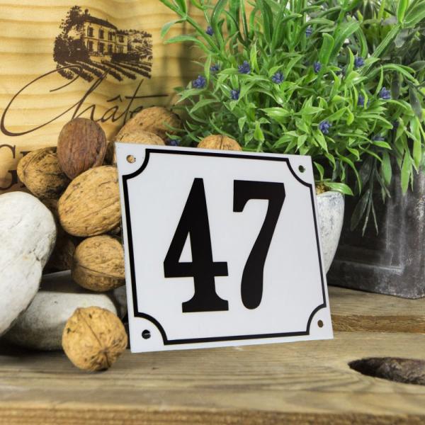 Huisnummerbord groot wit nummer 47