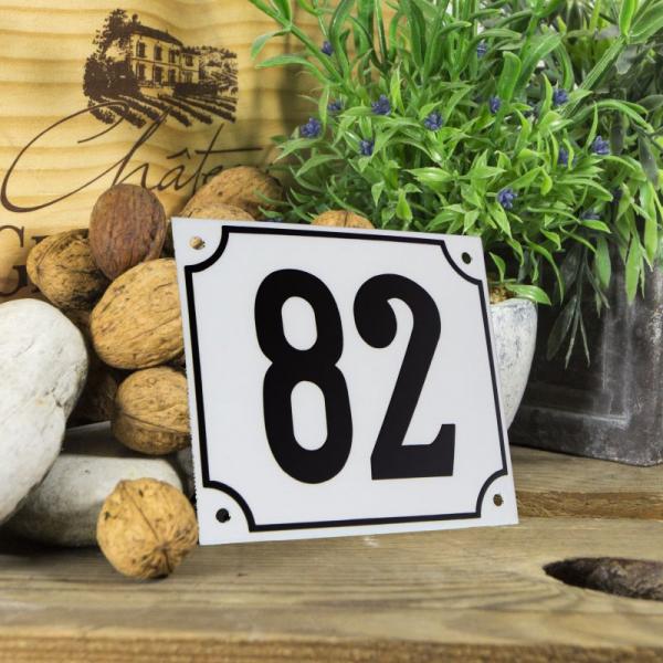Huisnummerbord groot wit nummer 82