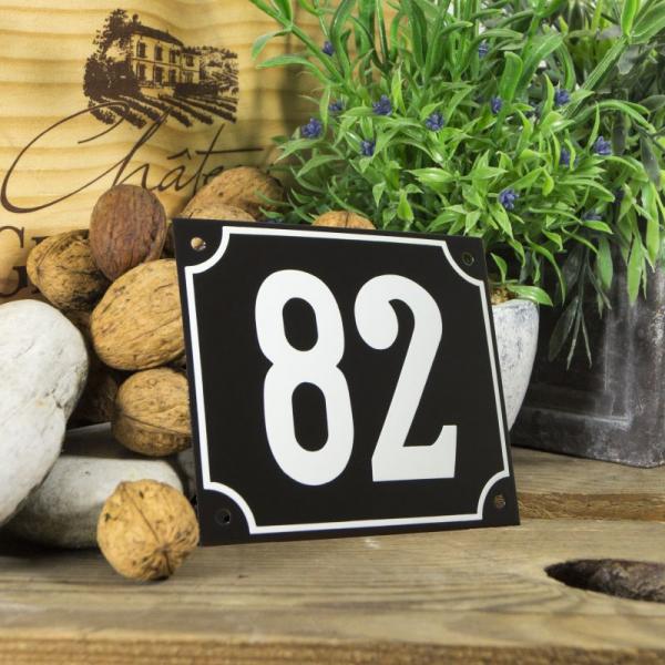 Huisnummerbord groot zwart nummer 82