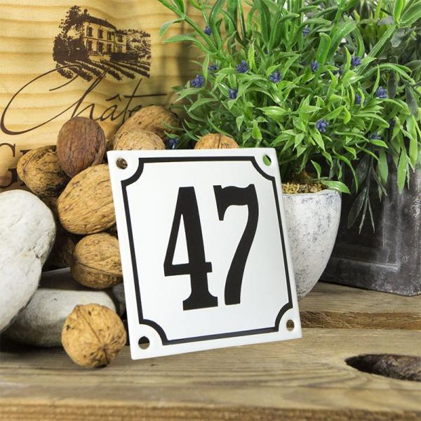 Huisnummerbord wit klein 10x10 cm nummer 47