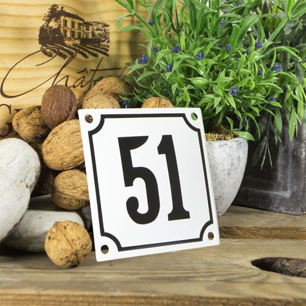 Huisnummerbord wit klein 10x10 cm nummer 51