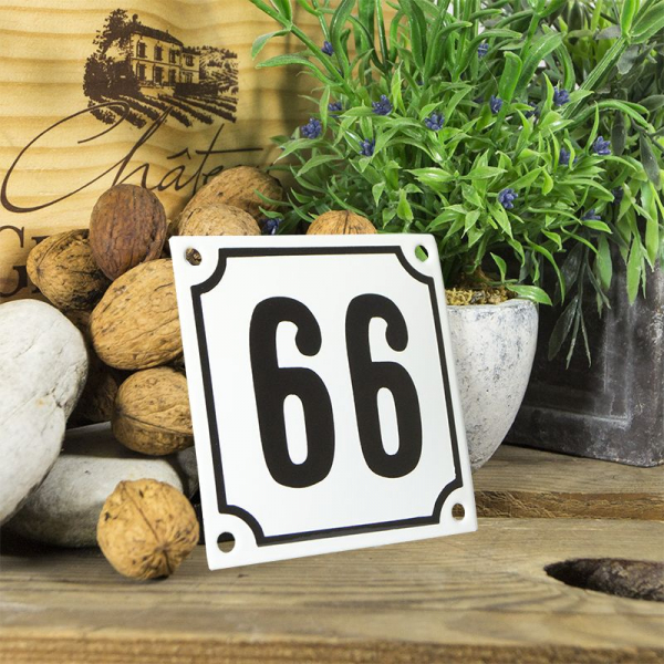 Huisnummerbord wit klein 10x10 cm nummer 66