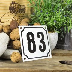 Huisnummerbord wit klein 10x10 cm nummer 82